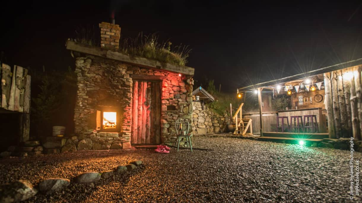 Mayo Glamping Sauna, Hot tub & bar area