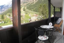 Large 10 sqm balcony offers panoramic views of the mountains and Chamonix Valley