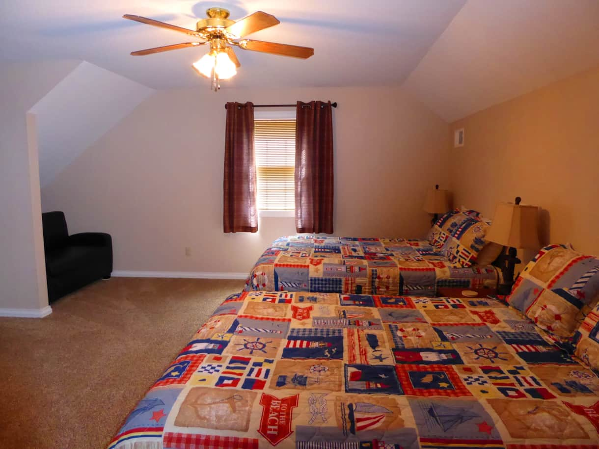 Large upstairs bedroom. 2 Queen beds. Lake views!
