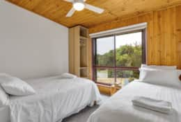 Doesntmatta - Double + Single Bedroom - Good House Holiday Rentals