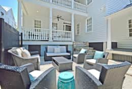 Private Courtyard Seating