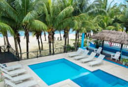 Villa Las Glorias beach and pool