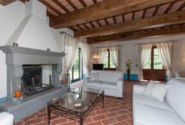 Holiday-in-Tuscany-Poppi-Villa-Borgo-Bibbiena (33)
