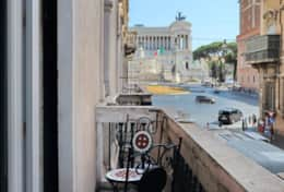 Balcony with the amazing Piazza Venezia view!