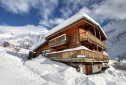 Chalet Mountain Lodge in the winter