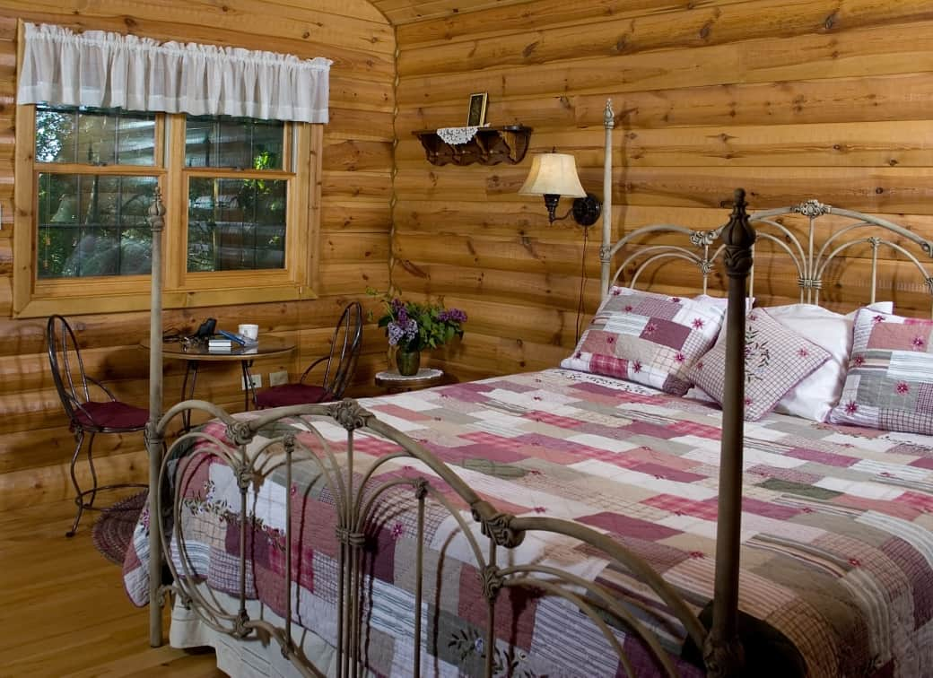 Tamarack Guest House at Pine Grove Park Bed and Breakfast Guest House Romantic Getaway in Reedsburg