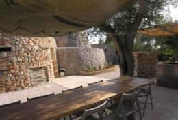 Le Greche - Petrea - outdoor shaded dining area with a long wood table - Torre Vado - Salento
