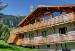 The living room and all bedrooms of the chalet have access to balconies.