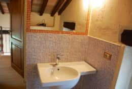Badia extra cottage bathroom