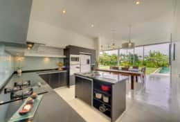 kavya_gallery_41_fully_equipped_kitchen
